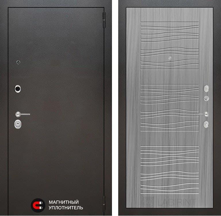 Входная металлическая дверь Лабиринт Сильвер 6 (Антик темное серебро / Сандал серый)