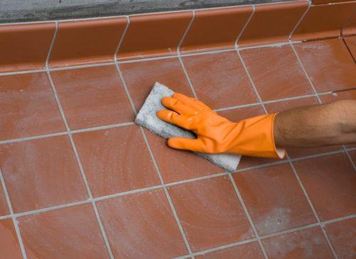 Обновление швов между керамической плиткой